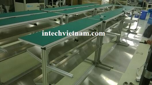 Bàn thao tác lắp đặt tại nhà máy Nhật Bản