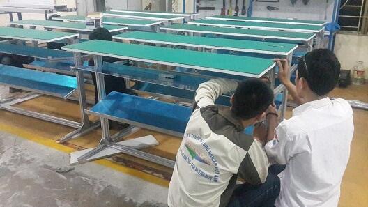 Hình ảnh bàn thao tác lắp ráp cho công ty Nhật Bản tại nhà máy Intech Việt Nam