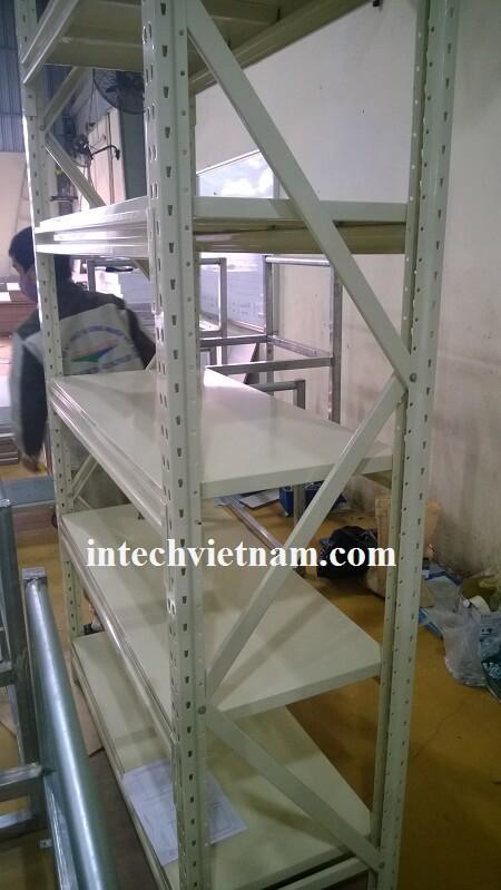 Kệ sắt V lỗ lắp đặt bởi Intech VN